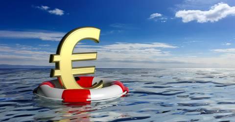 Reddingsboei en een euro-symbool op blauwe zee en hemelachtergrond. 3D illustratie, coronacrisis, steunpakket, zakelijk